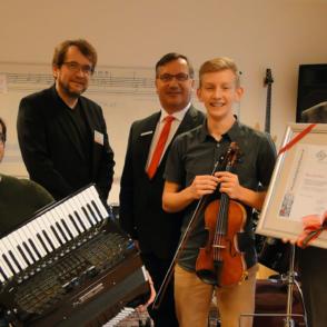 Auszeichnung für musikalisches Multitalent Benjamin Enns