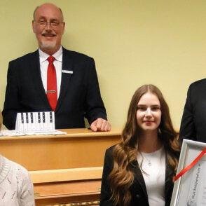 Eiskunstlaufende Pianistin erhält Stipendium